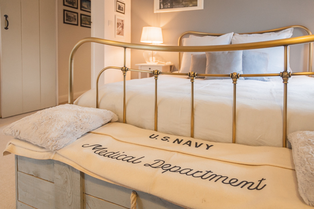 The General Eisenhower Bedroom at Spirit of 1944 Guesthouse in Normandy